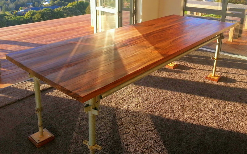Yaka dining table